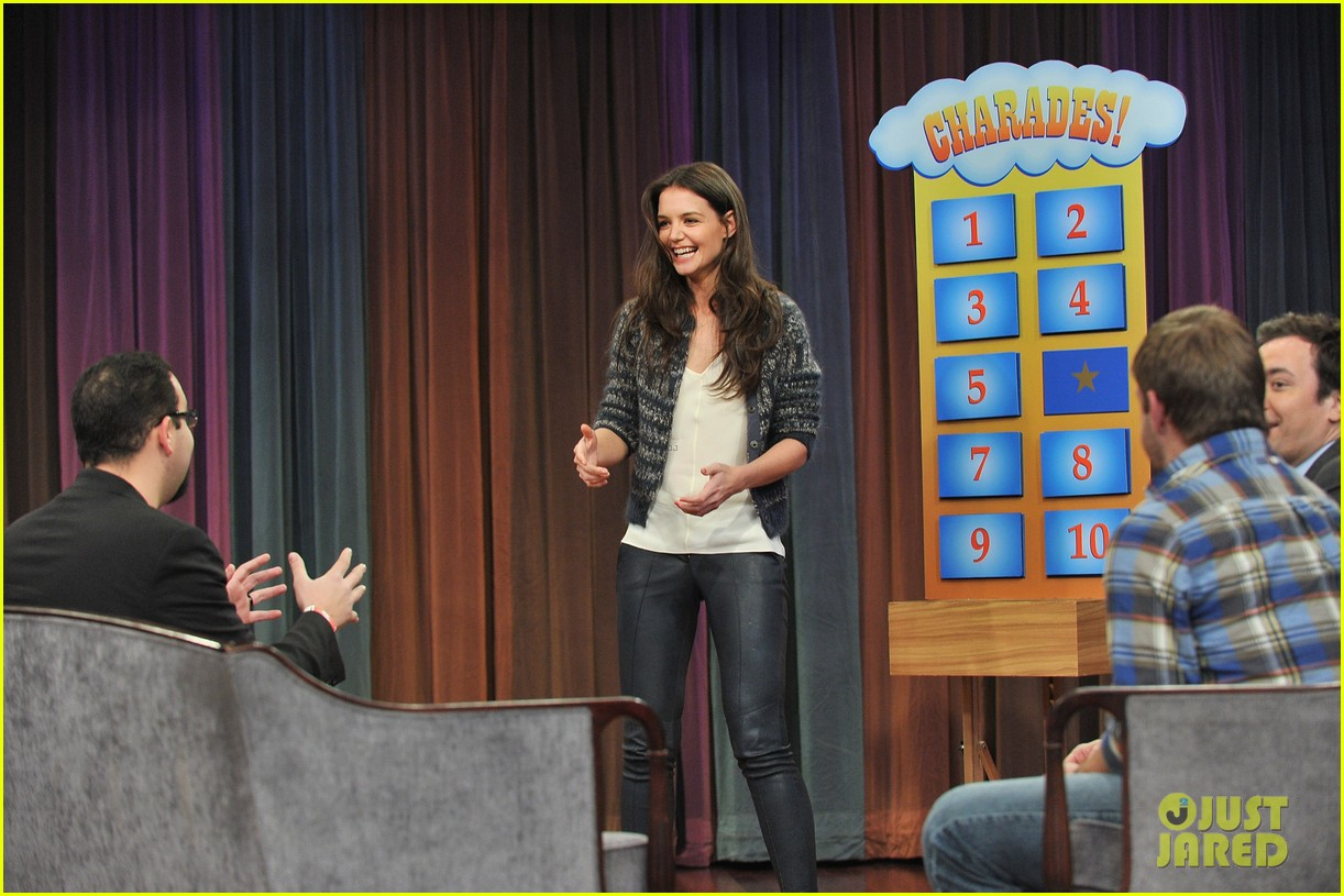 katie holmes plays charades on late night with jimmy fallon 14