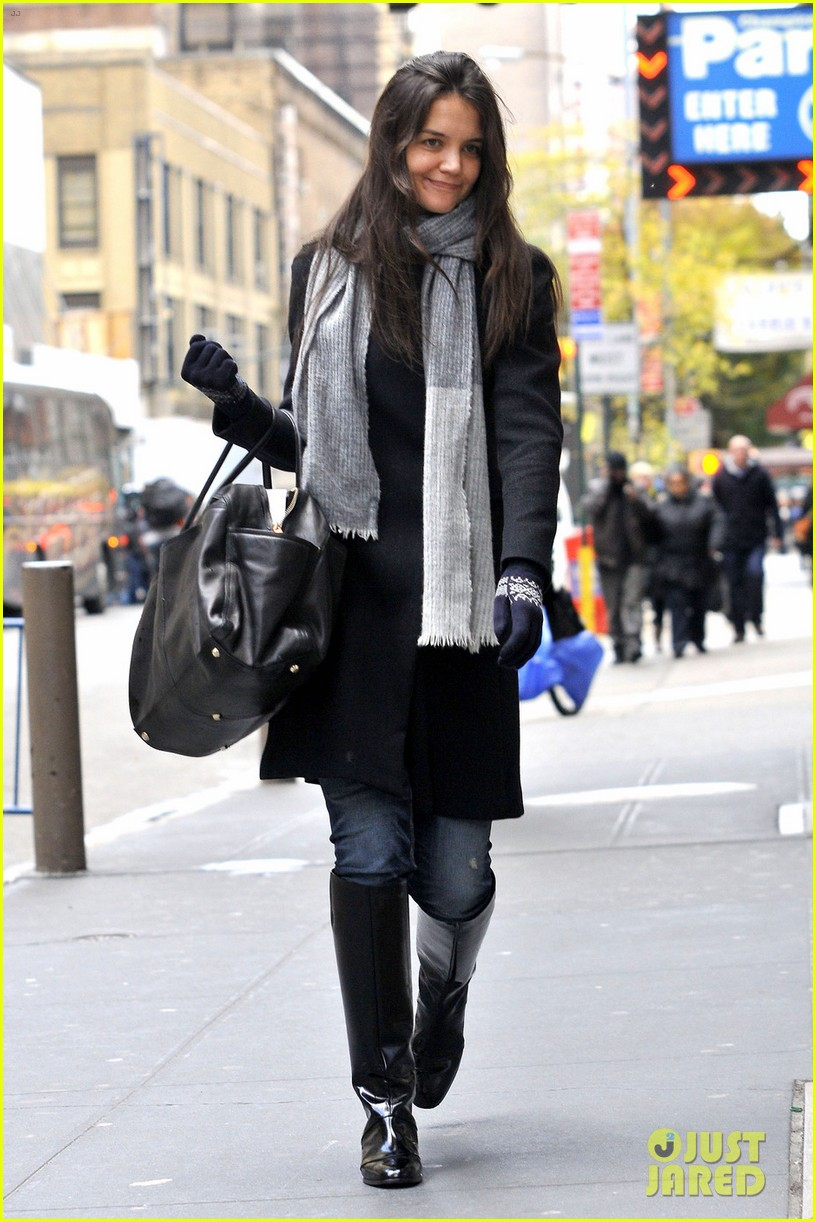 katie holmes snowy dead accounts arrival 07