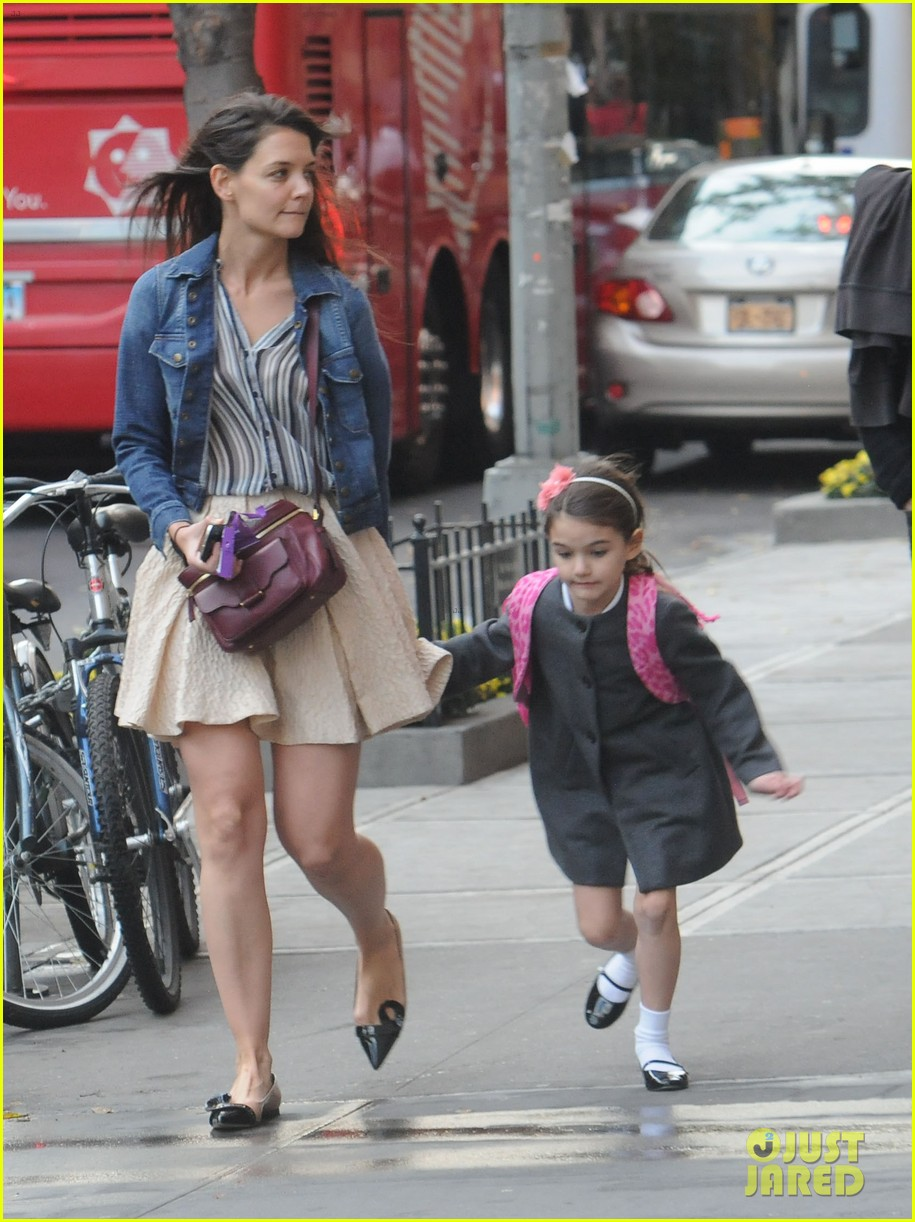 katie holmes suri cruise stroll 06