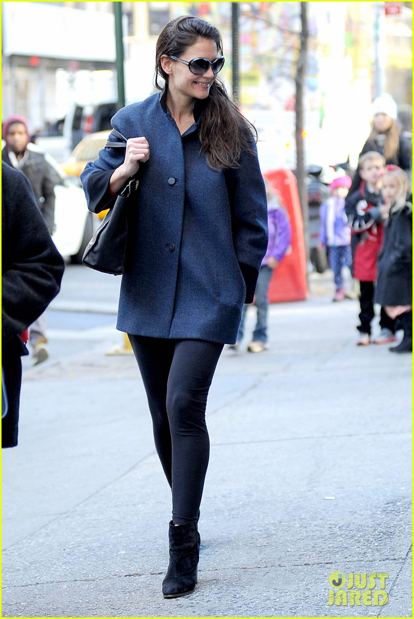 katie holmes pre thanksgiving dead accounts performance 18