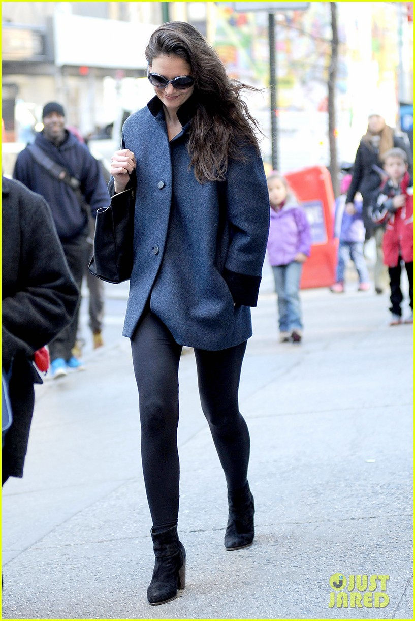 katie holmes pre thanksgiving dead accounts performance 20