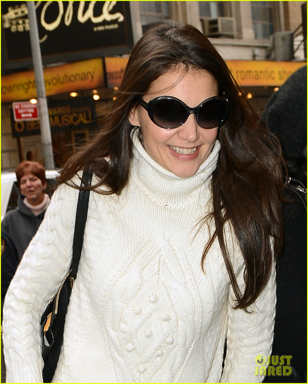 katie holmes dead accounts arrival with stylist jeanne yang 04