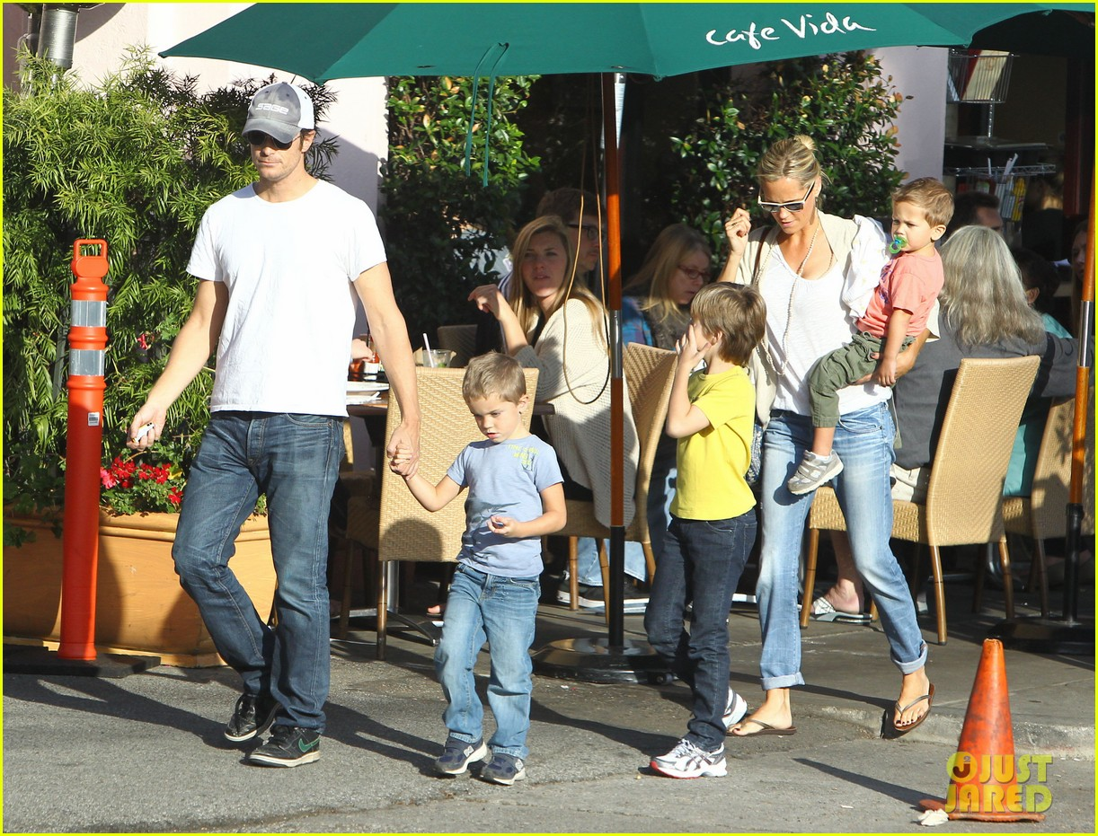 kate hudson mom goldie hawns birthday lunch 072762744