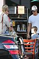 kate hudson mom goldie hawns birthday lunch 27