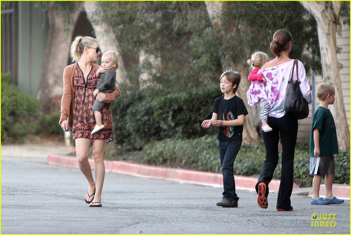 kate hudson birthday party with the boys 16