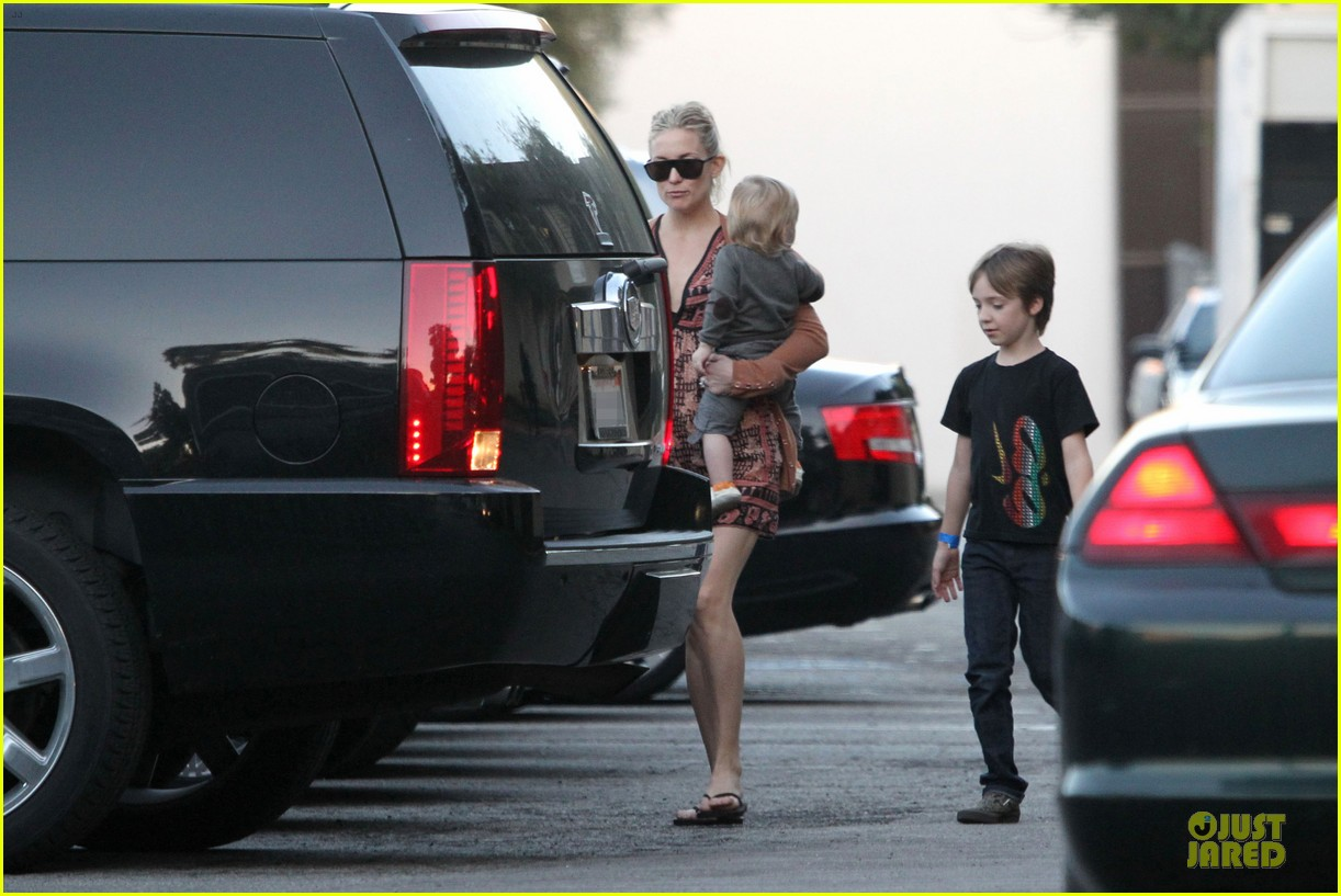 kate hudson birthday party with the boys 20