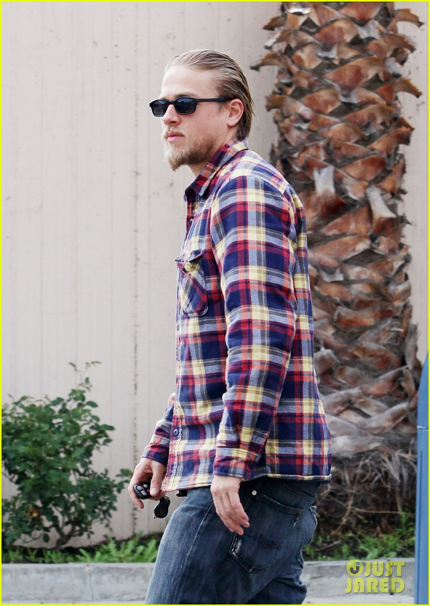 charlie hunnam post office stop 09