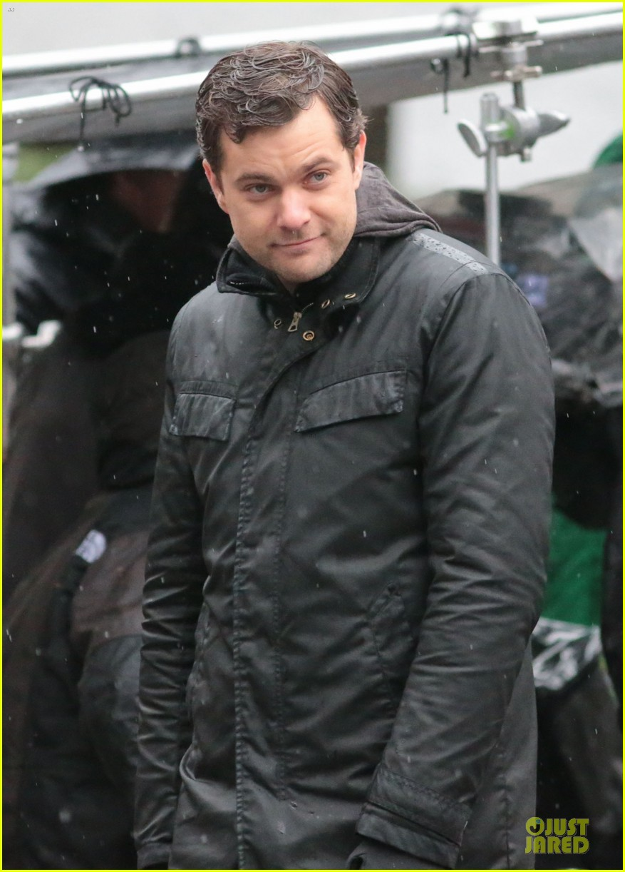 joshua jackson rainy fringe set 29