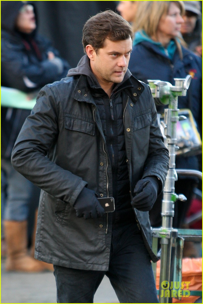 joshua jackson back to work on fringe after vacay 13