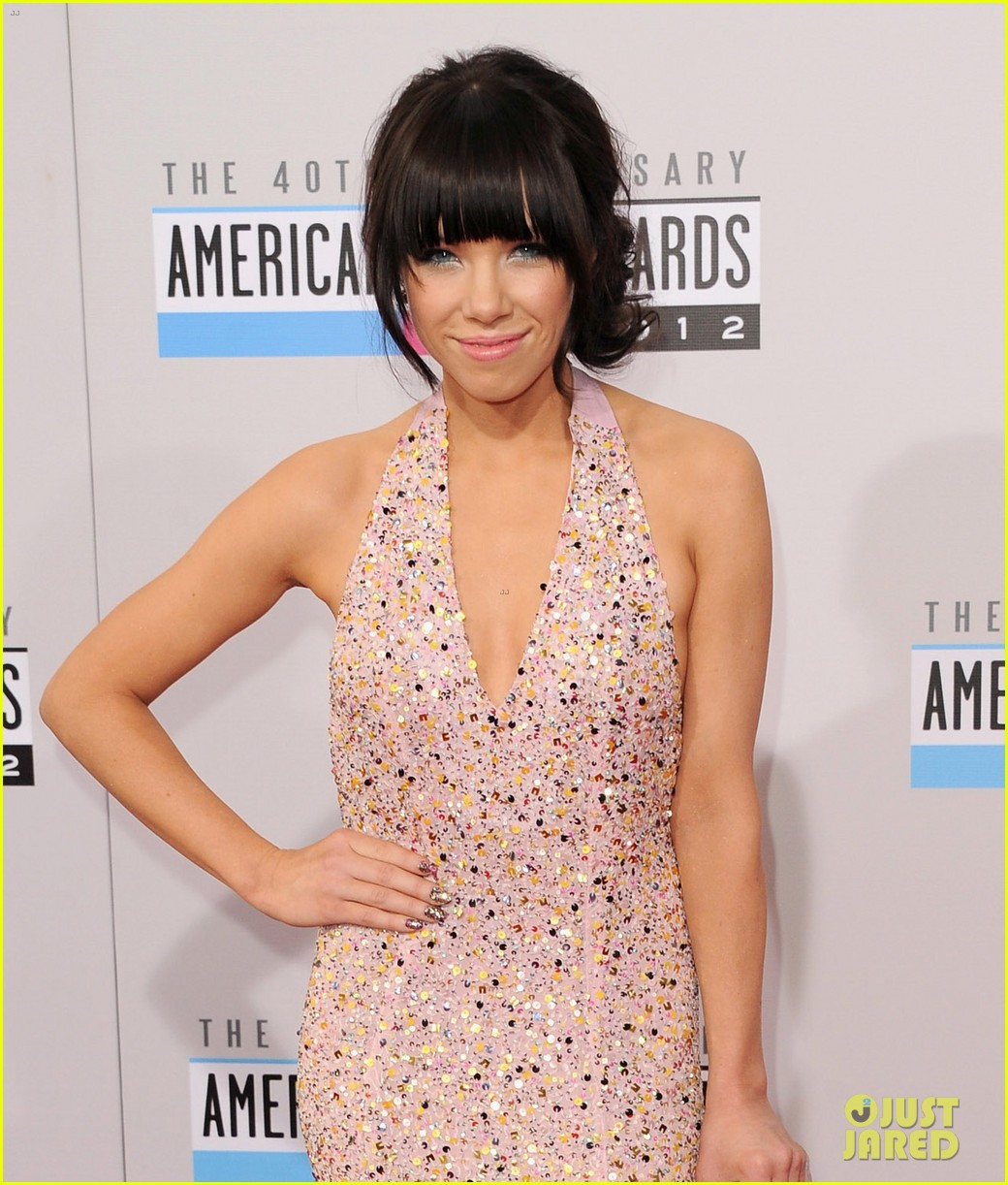 carly rae jepsen amas 2012 red carpet 042760140