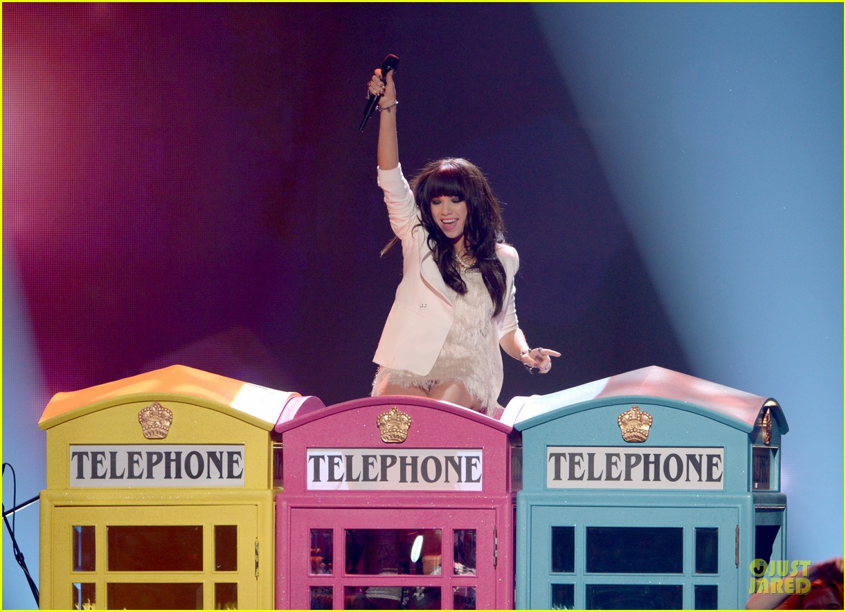 carly rae jepsen this kiss call me maybe amas performance 09