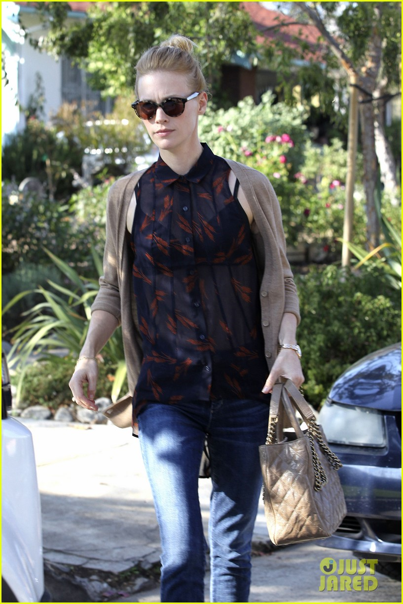 january jones cecconis lunch with friends 12