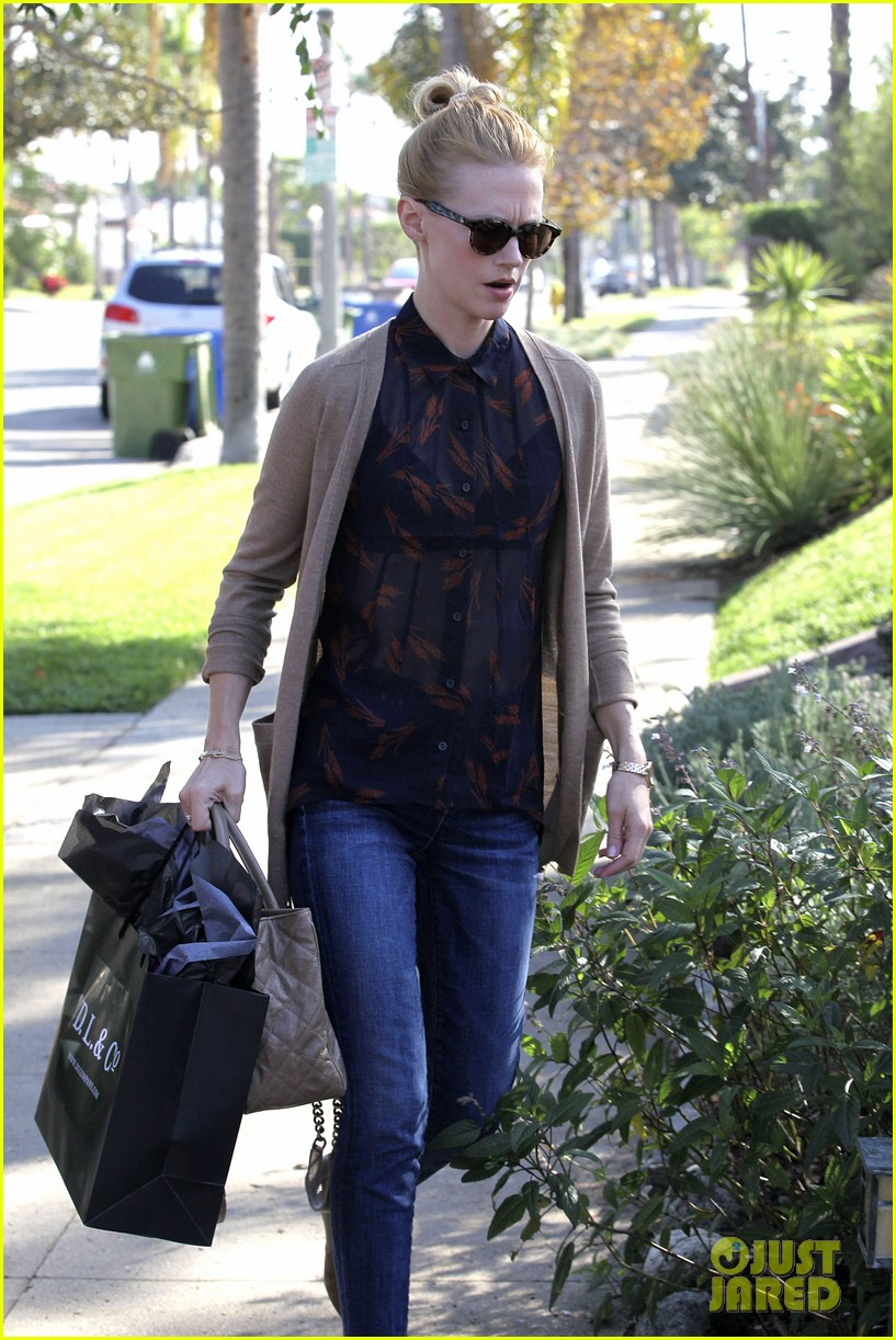 january jones cecconis lunch with friends 14