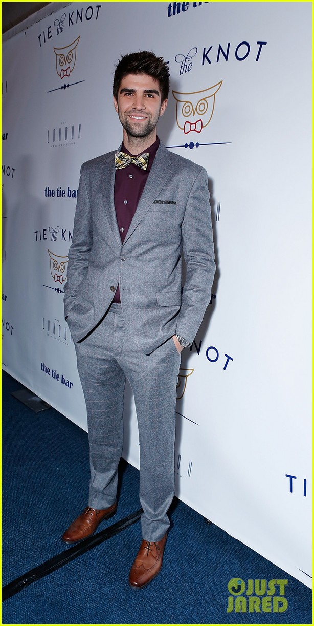 jesse tyler ferguson fiance justin mikita launch tie the knot charity 202758167