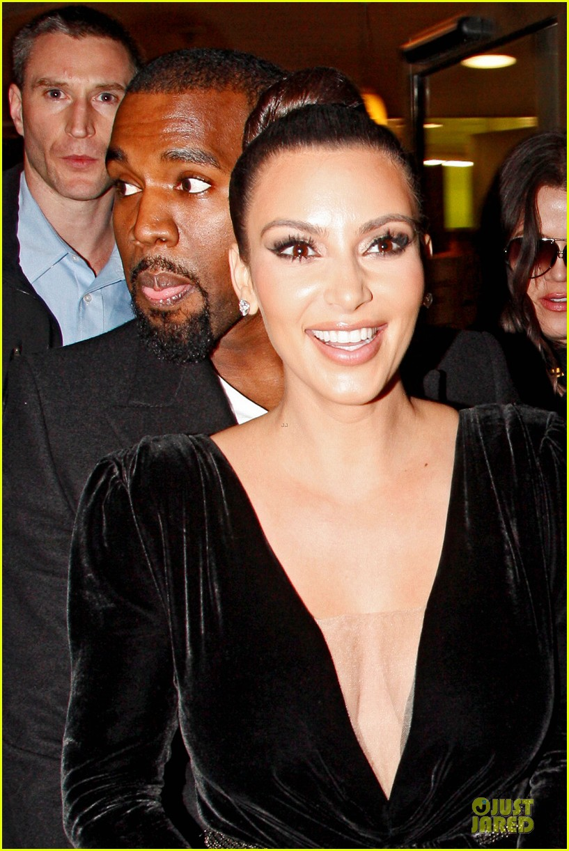 kim kardashian kanye west dinner date with sisters 18