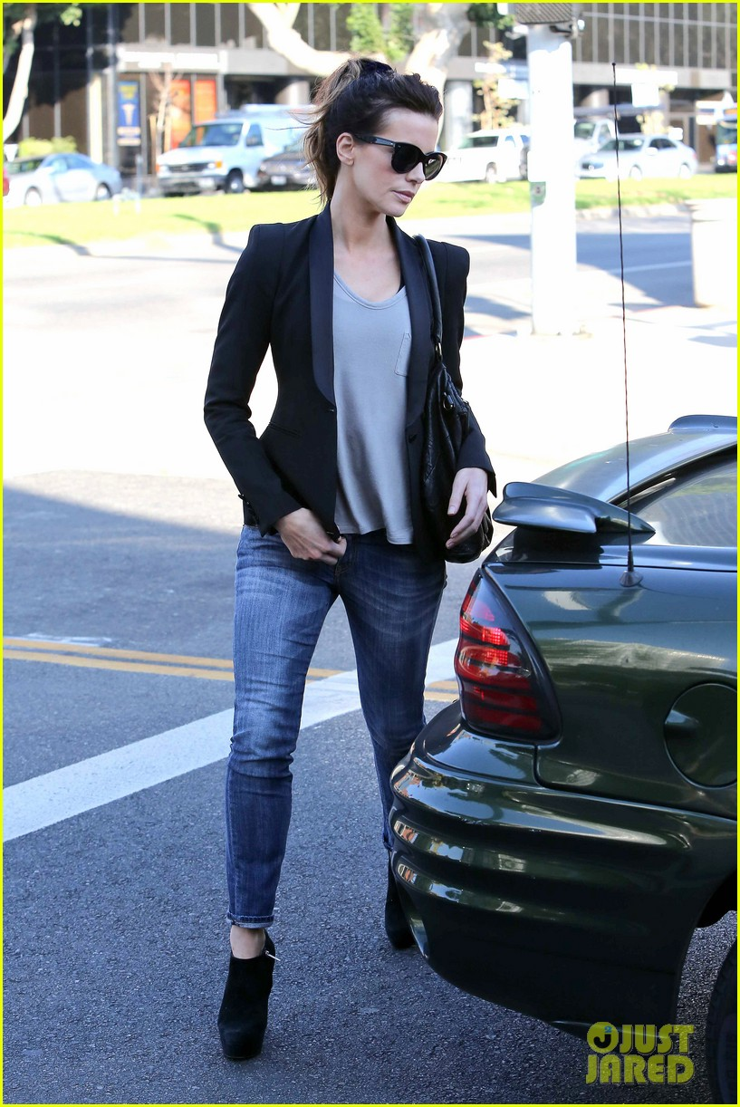 kate beckinsale parking meter pickup 06