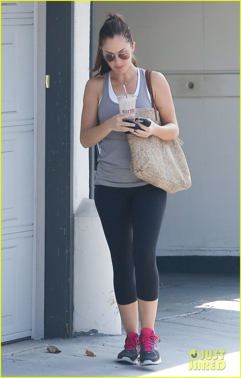 minka kelly smoothie to go 12