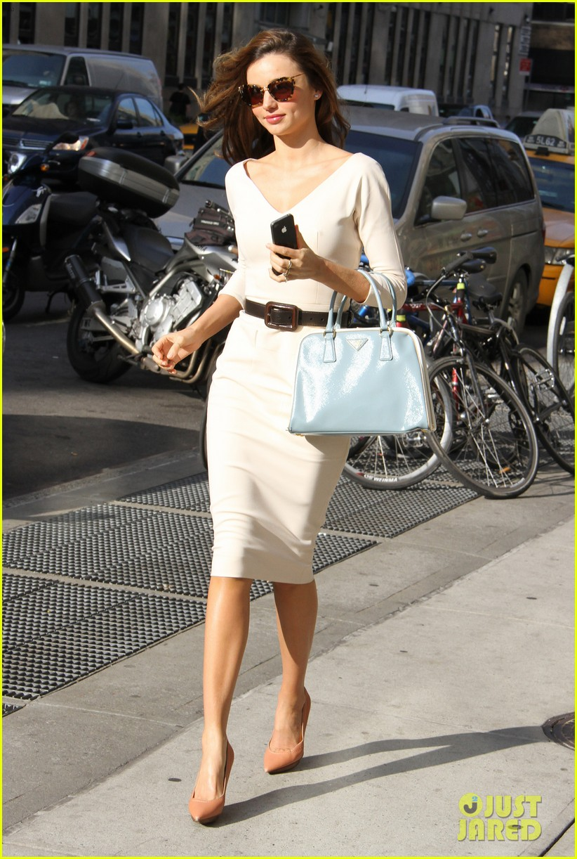 miranda kerr vogue office visit 01