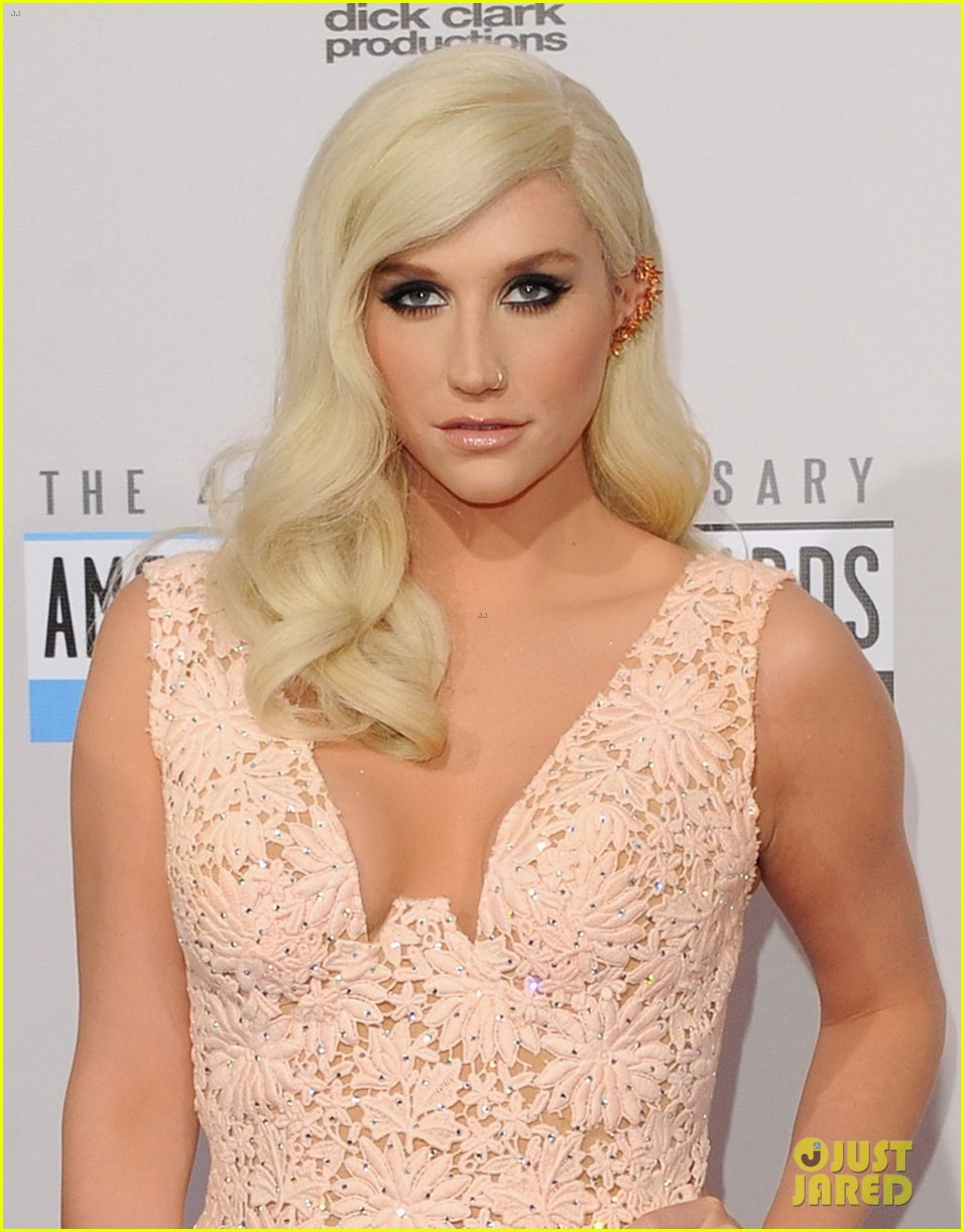 kesha amas 2012 red carpet 012760147