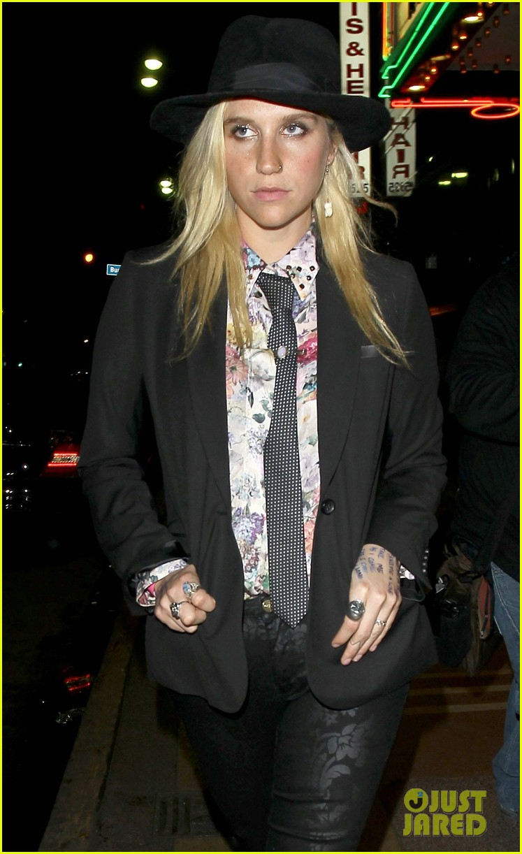 Ke$ha: Barefoot at Petty Fest!