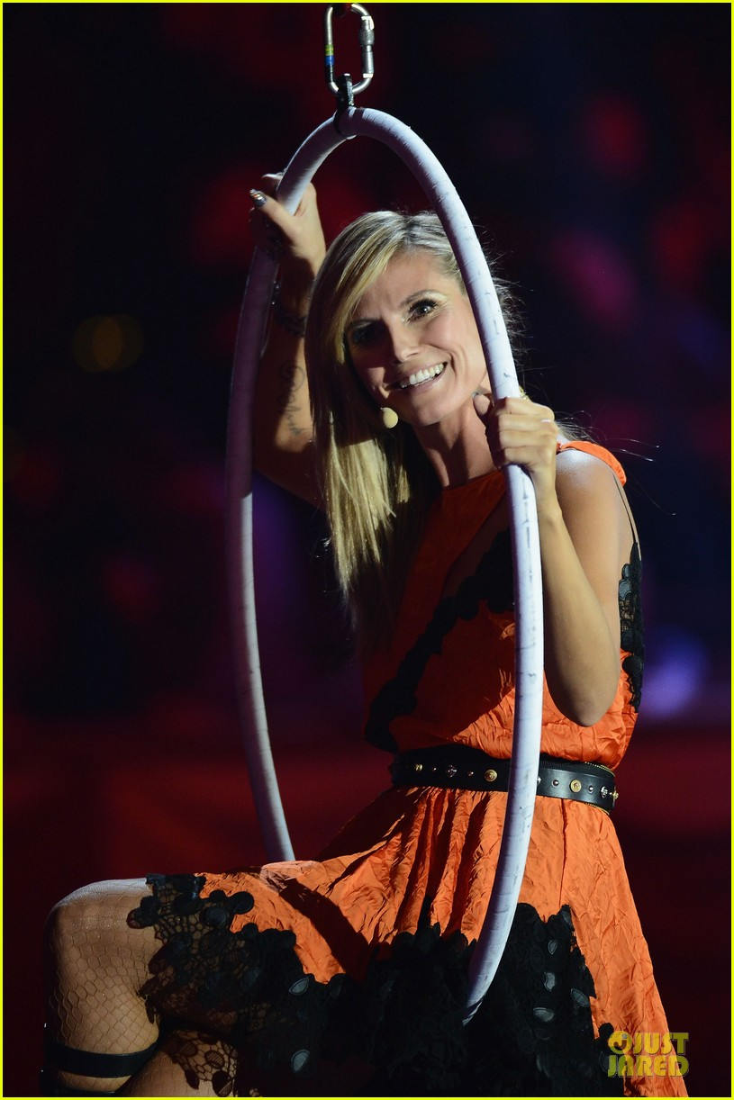 heidi klum mtv emas hosting duties 07
