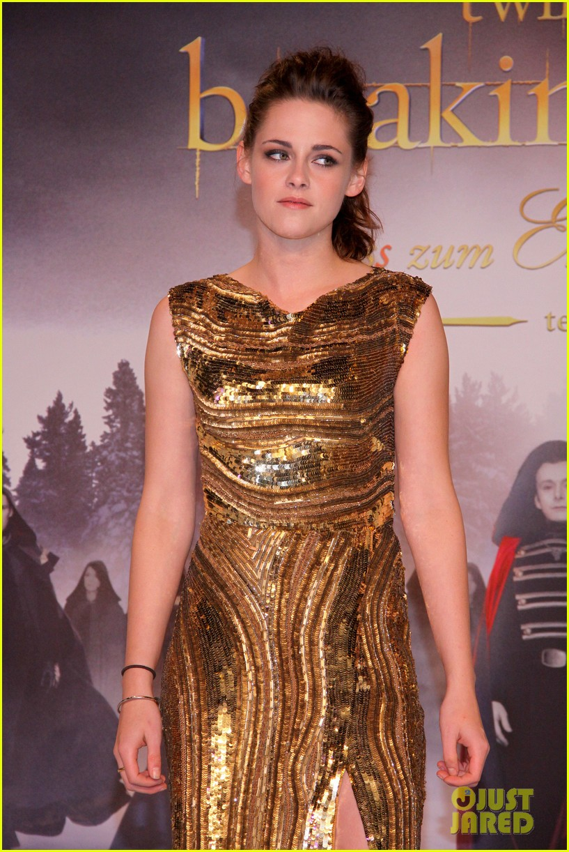 kristen stewart robert pattinson breaking dawn berlin premiere 02