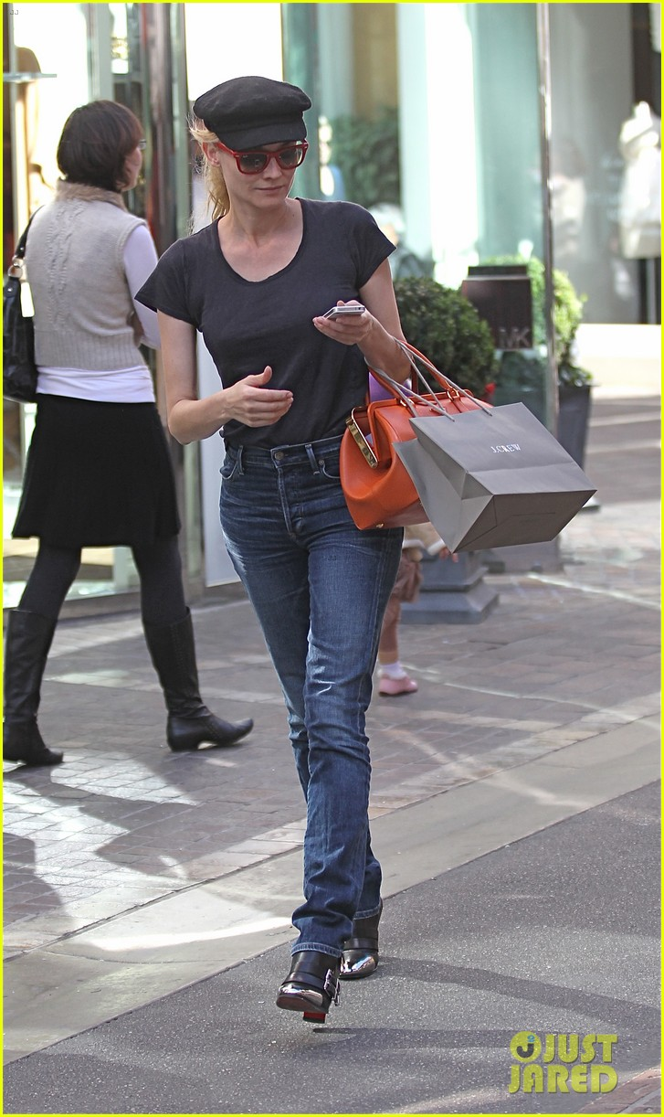 diane kruger holiday shopping at the grove 012755075