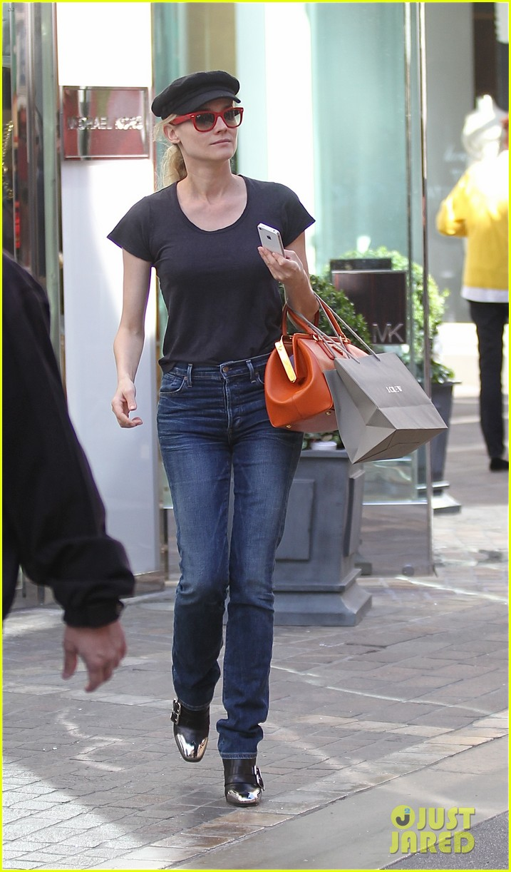 diane kruger holiday shopping at the grove 052755079