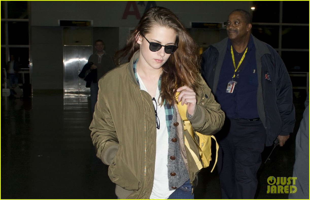 kristen stewart robert pattinston jet out of jfk 02