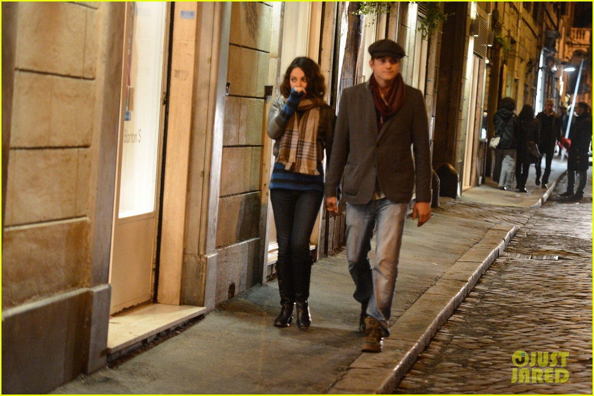 mila kunis ashton kutcher romantic rome dinner date 16