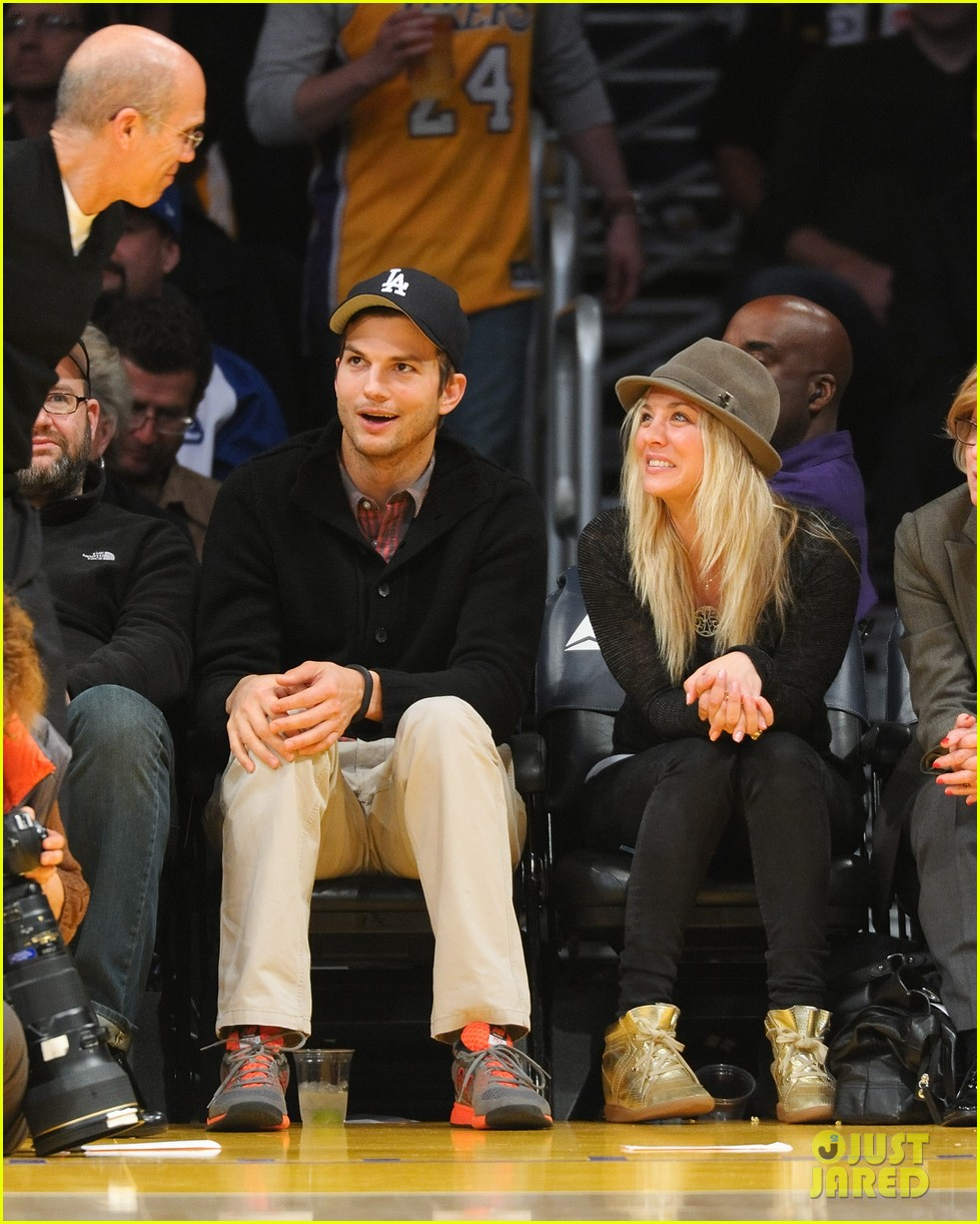 ashton kutcher lakers game with kaley cuoco 012765155