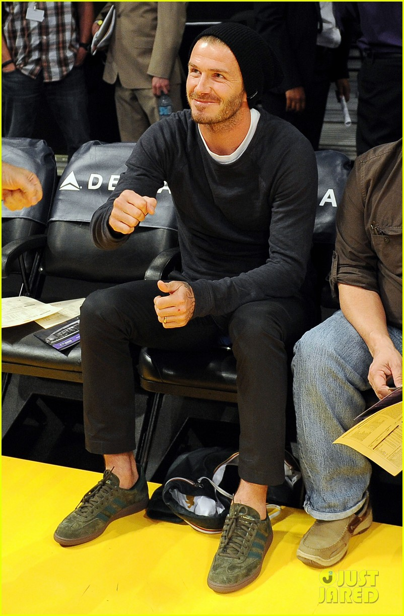 ashton kutcher lakers game with kaley cuoco 04