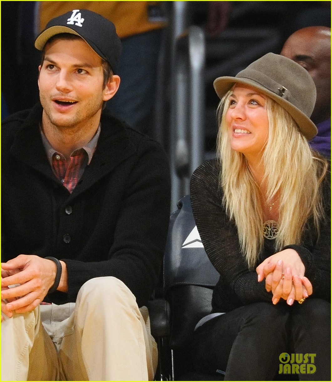ashton kutcher lakers game with kaley cuoco 11