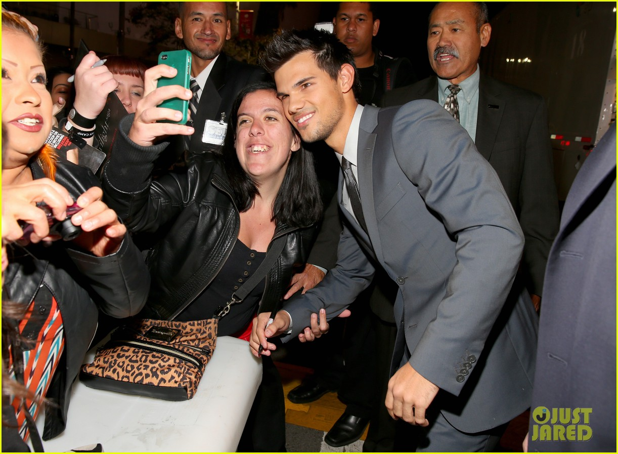 taylor lautner twilight breaking dawn part 2 premiere 03