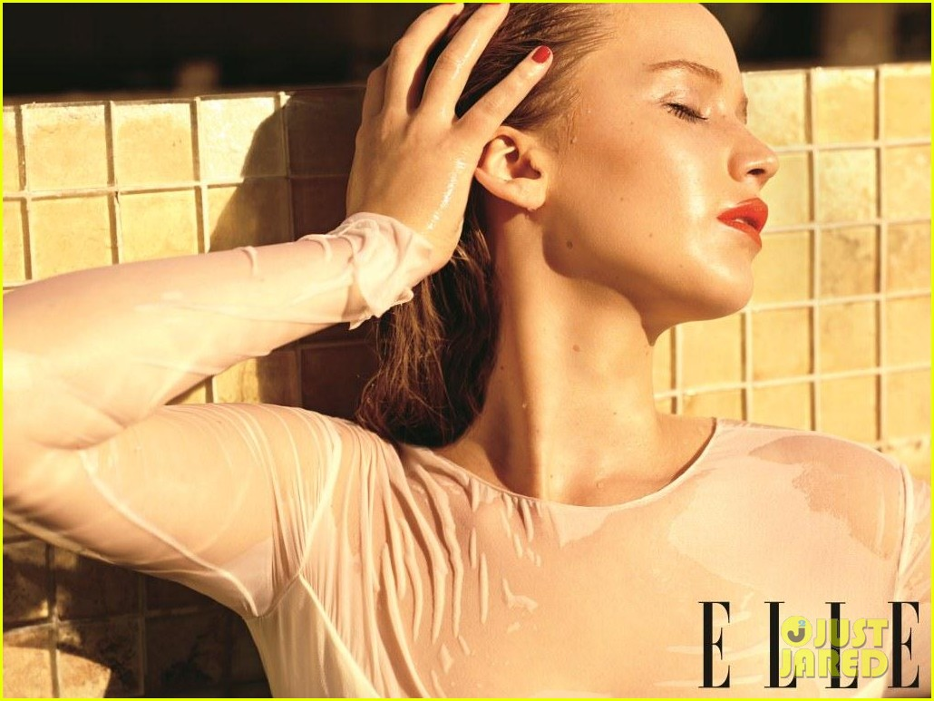 jennifer lawrence covers elle december 2012 032753460
