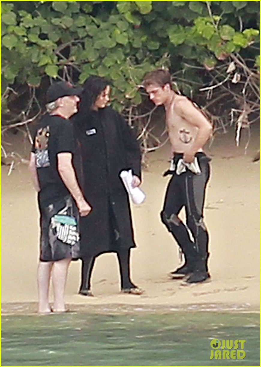 jennifer lawrence shirtless josh hutcherson catching fire sea scenes01