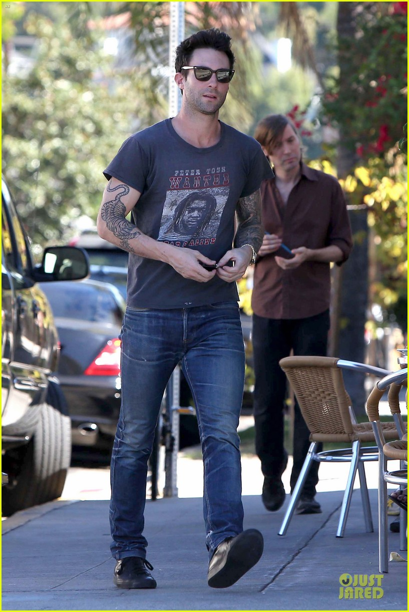 adam levine behati prinsloo text red cross to 90999 082751095