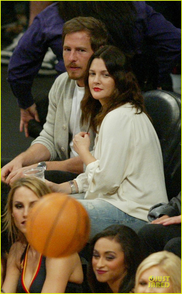 drew barrymore joseph gordon levitt lakers game spectators 022750220