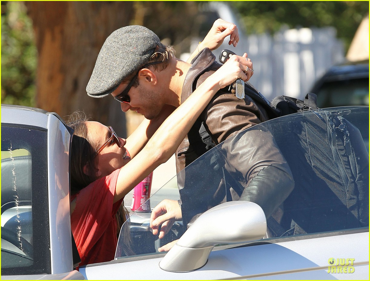 kellan lutz sharni vinson goodbye kissing couple 14