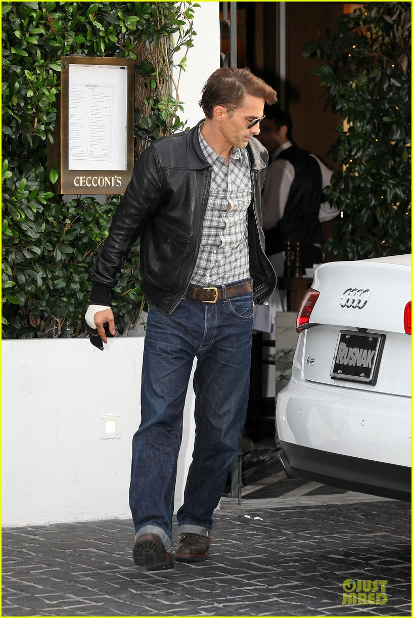 olivier martinez hand brace for lunch with eduardo cruz 07
