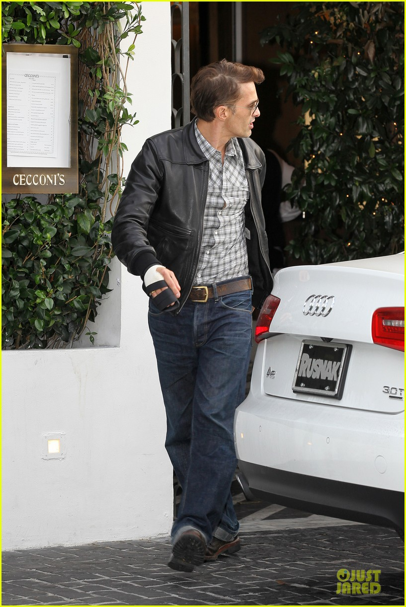 olivier martinez hand brace for lunch with eduardo cruz 13