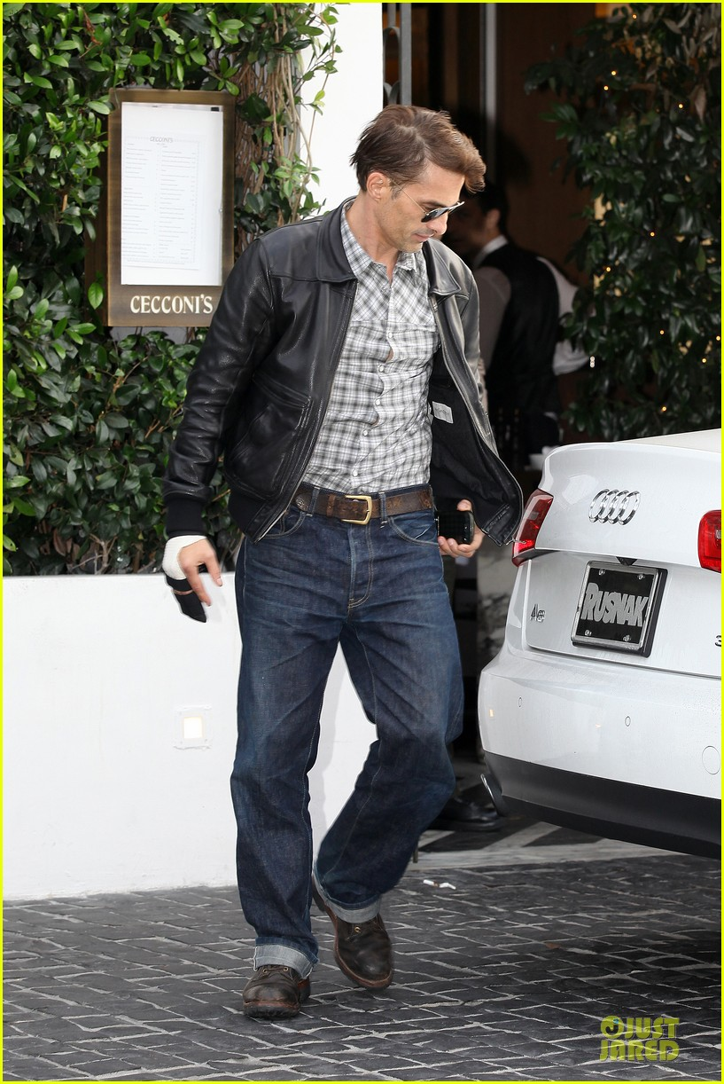 olivier martinez hand brace for lunch with eduardo cruz 152764903