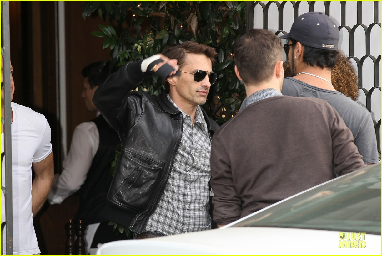 olivier martinez hand brace for lunch with eduardo cruz 182764906