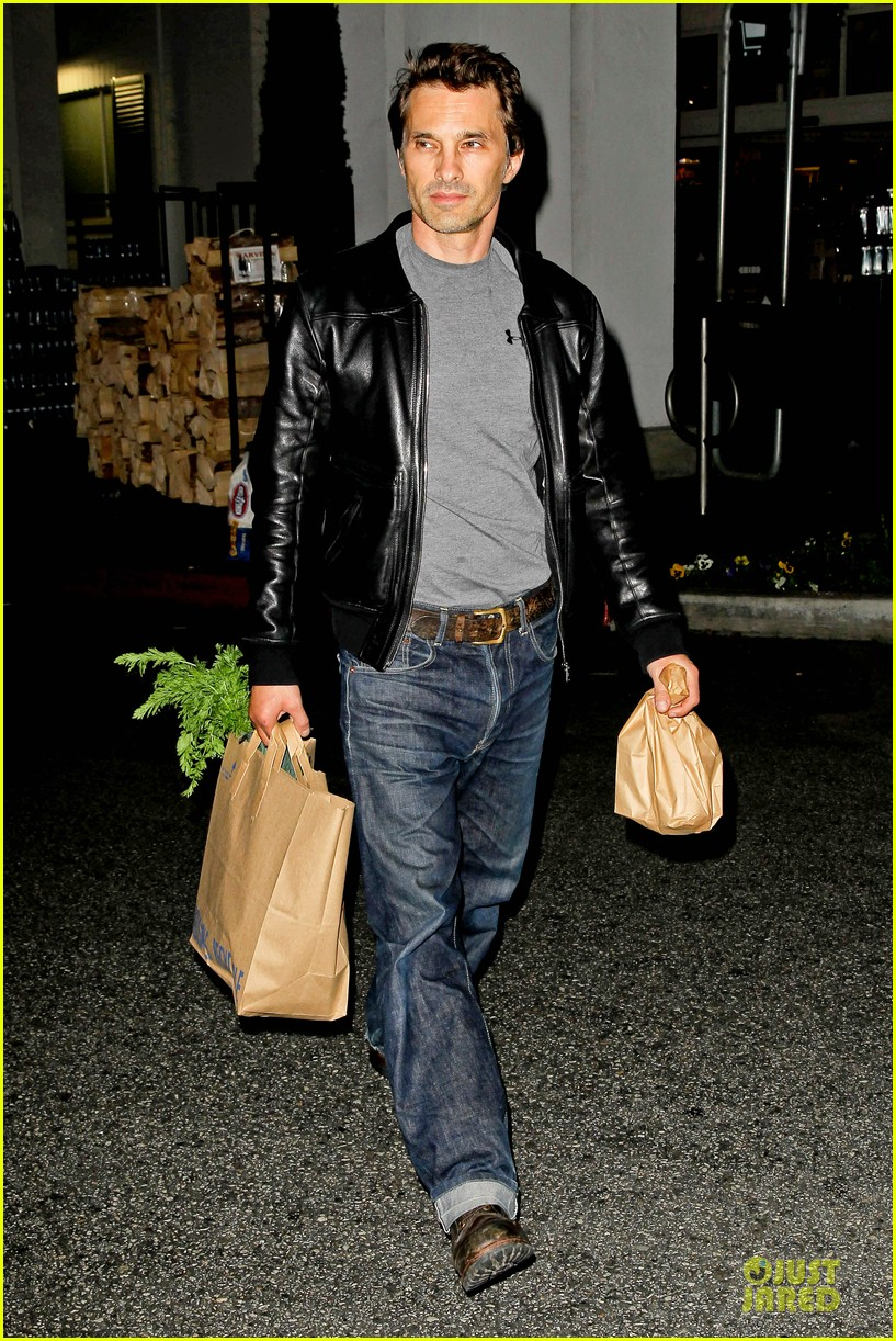 olivier martinez post brawl grocery run 06