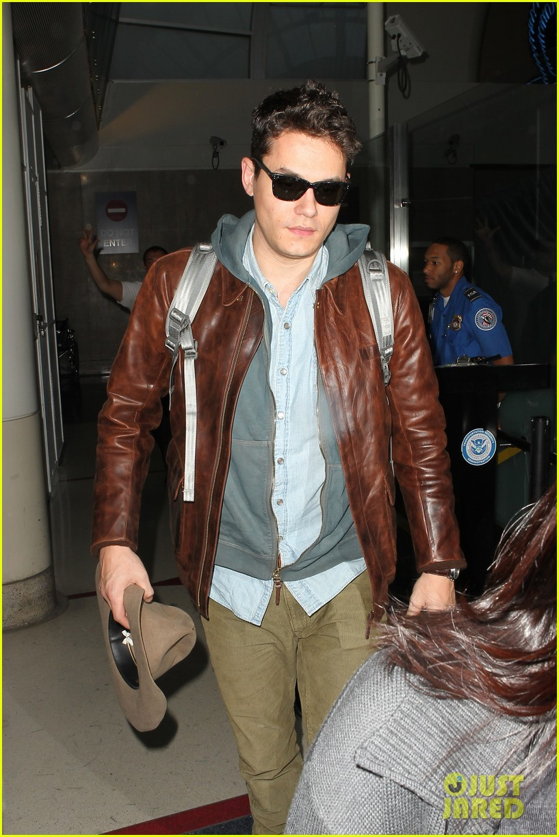 john mayer lands in los angeles 11