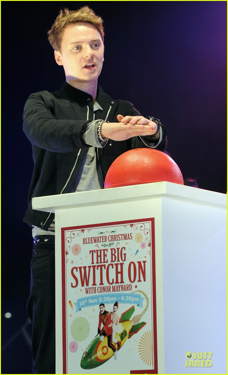 conor maynard blue water christmas lights performer 05