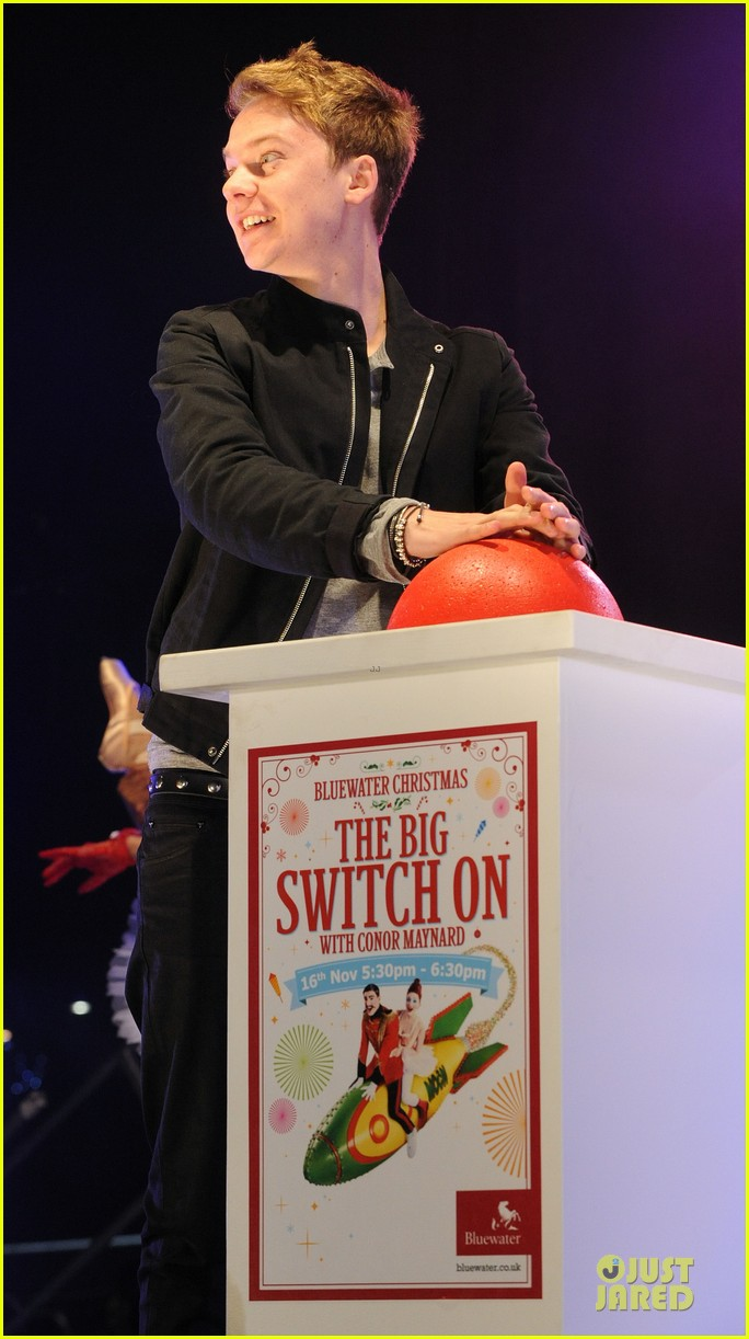 conor maynard blue water christmas lights performer 17