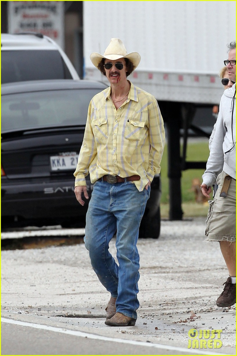 matthew mcconaughey bloody mustache on set 05