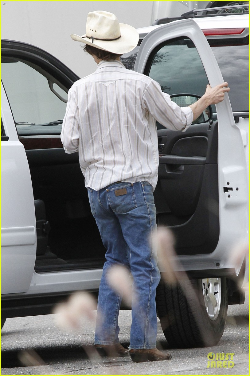 matthew mcconaughey camila alves dallas buyers club set visit 12