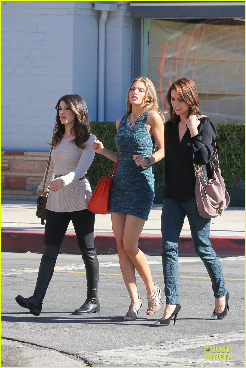annalynne mccord 90210 set with shenae grimes & jessica stroup 01